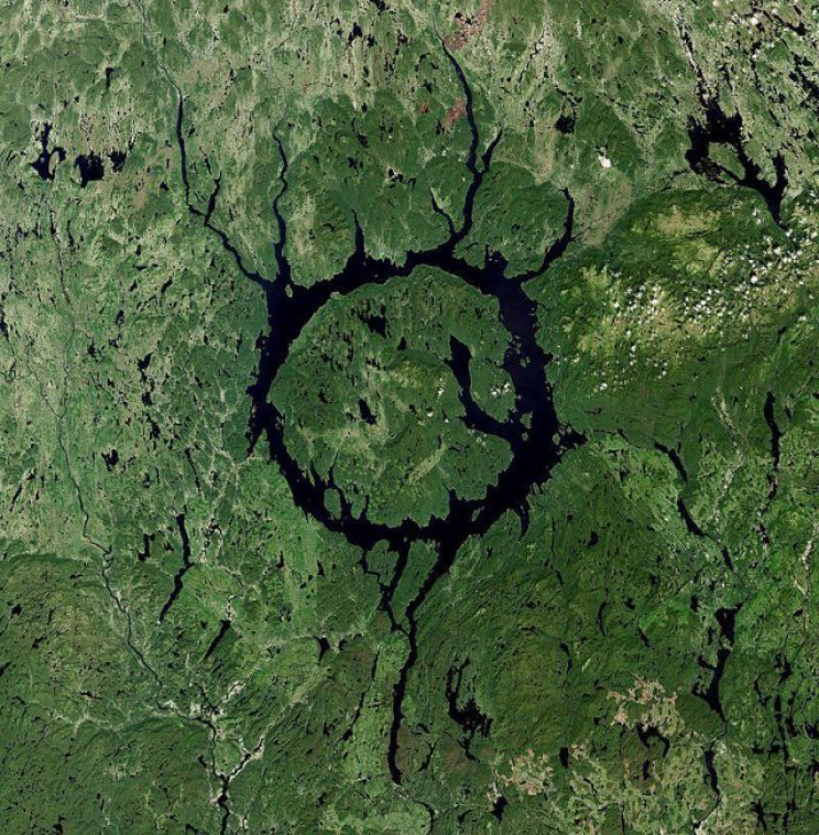 earth meteorite impact quebec