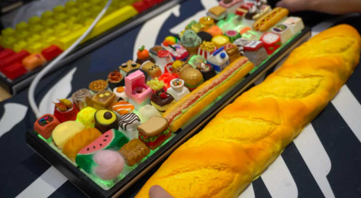 Artisan Creates Mechanical Keyboard with 61 Food-Themed Keycaps