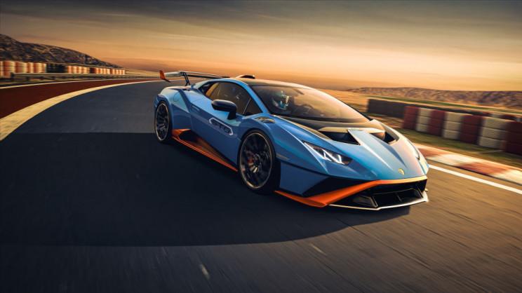 Lamborghini Huracán Driving