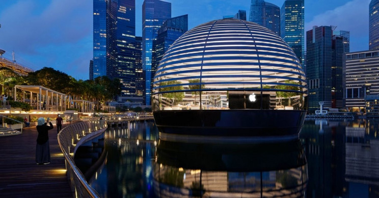 Floating Apple Marina Bay Sands Store Opens in Singapore