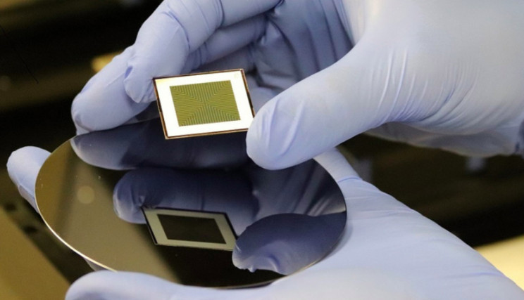 Scientists Break Record By Developing a 'True' Bifacial Solar Cell