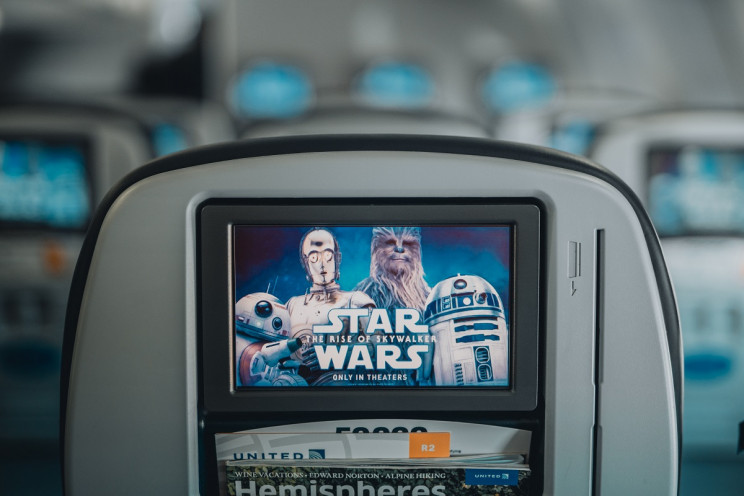 Star Wars themed screen on United flight seat.