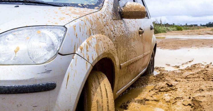 100 Drivers Follow Google Maps Detour and Get Stranded in a Muddy Field