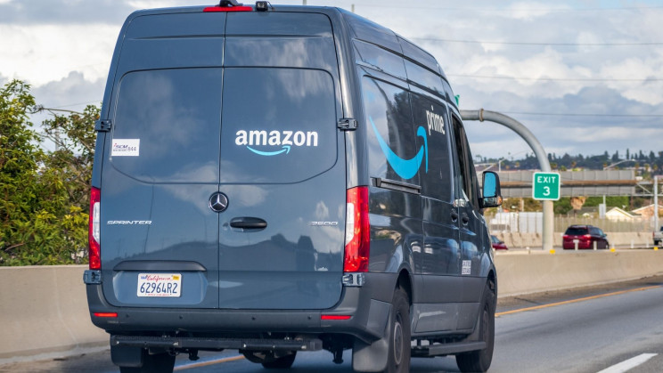 Amazon Subcontractors Urge Drivers to Disable Safety App to Hit Delivery Quotas