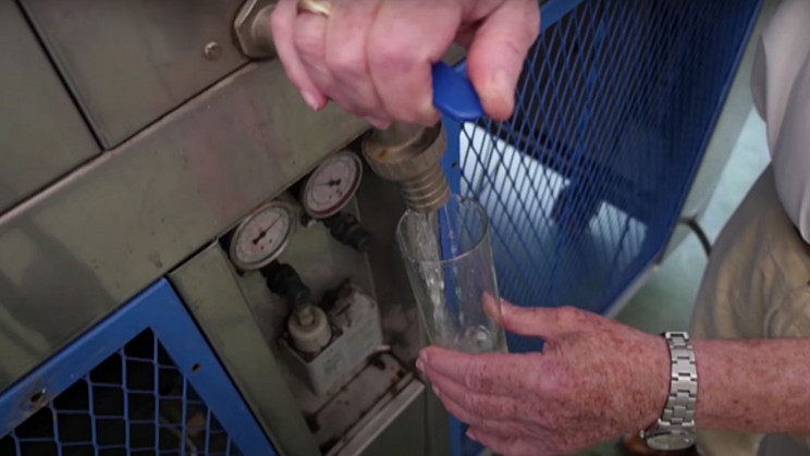 82-Year-Old Engineer Builds Machine That Extracts Water From Thin Air