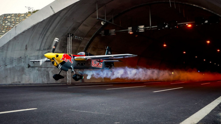 A Stunt Pilot Just Shattered the World Tunnel Flight Record