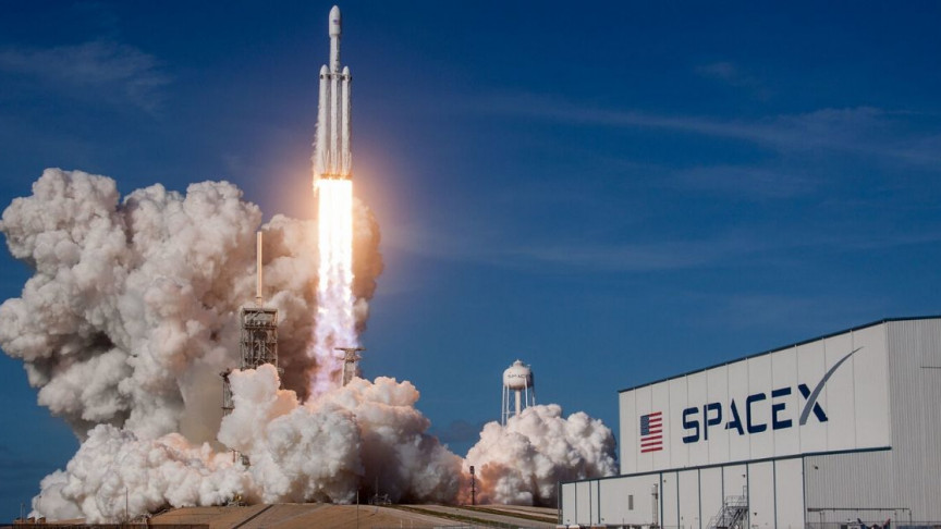 SpaceX Signs Deal with Space Tourism Company to Send Tourists to Space by 2021 - Interesting Engineering