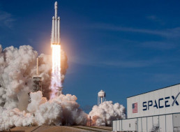 SpaceX Signs Deal with Space Tourism Company to Send Tourists to Space by 2021