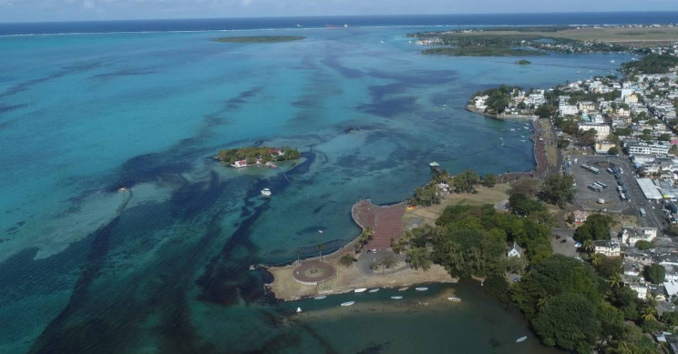 Japanese Ship That Leaked Tonnes of Oil off of Mauritius Has Broken Apart