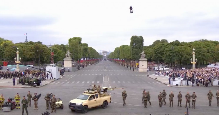 French Inventor Impressively Hovers over Bastille Day Parade on Flyboard