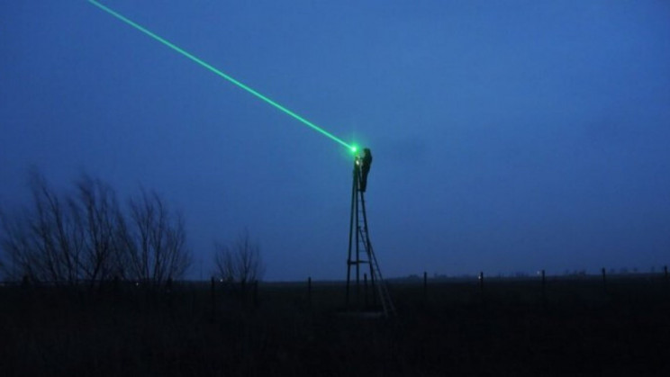 Laser Beams Keep Bird Flu Out of Poultry Farms