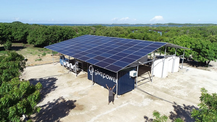 A Solar Farm is Providing Drinking Water to 50,000 People a Day