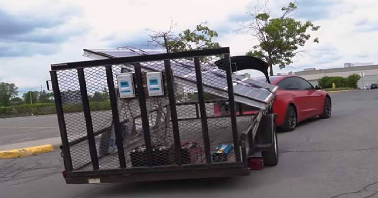 Tesla Owner Installs $2,500 Solar Trailer to Charge His Car While Driving