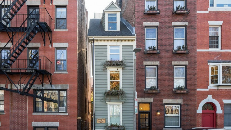 """The Narrowest Buildings in the World Are """"Spite Houses"""""""