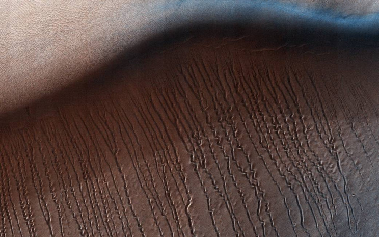 Scratch Marks on Martian Surface