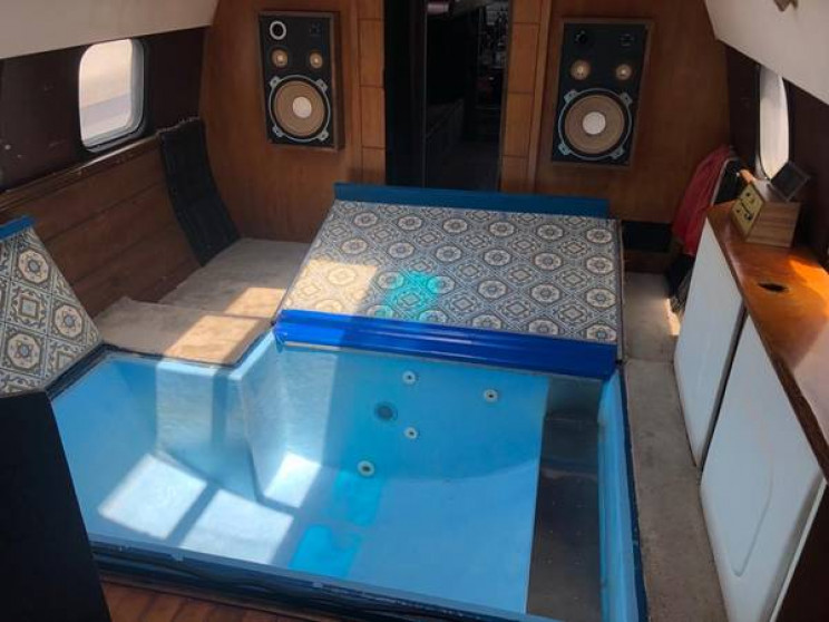 This Airplane Body RV Is Just The Right Amount of Crazy for $28K