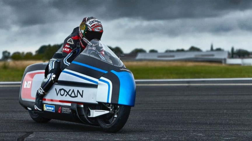 Dry Ice-Cooled Electric Motorcycle Aims for Land Speed World Record