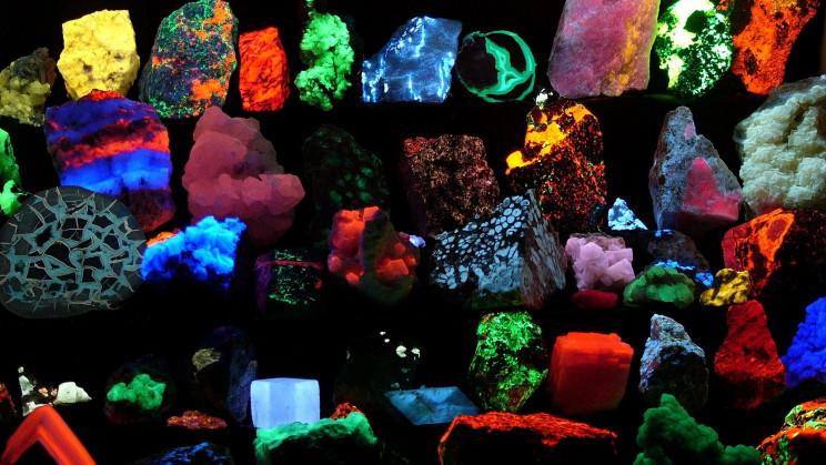 Glowing Rocks - Minerals That Fluoresce