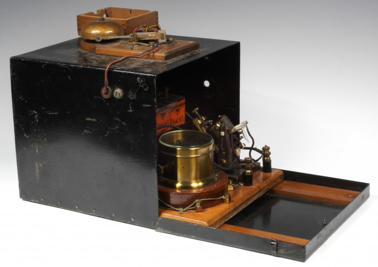 A History of Vintage Electronics: The Guglielmo Marconi Collection and the History of Wireless Communications