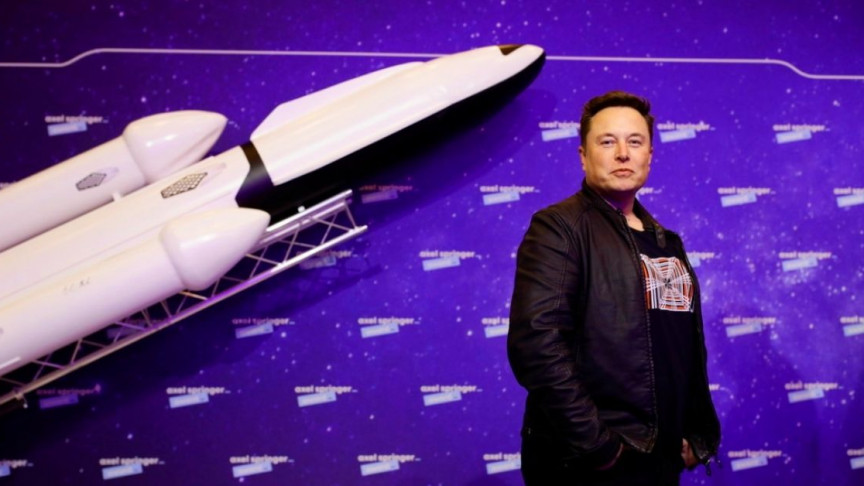 Elon Musk 'Highly Confident' SpaceX Crewed Mars Landing Will Happen by 2026