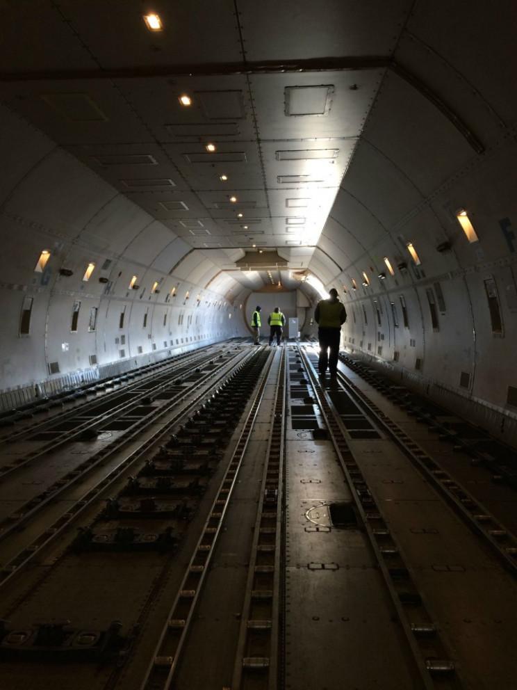 empty large vehicles 747