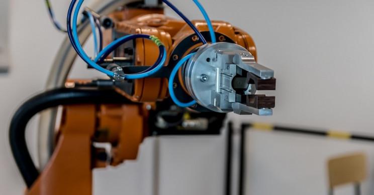 New AI Robot 'Artificial Chemist' Proves To Be Fully Autonomous