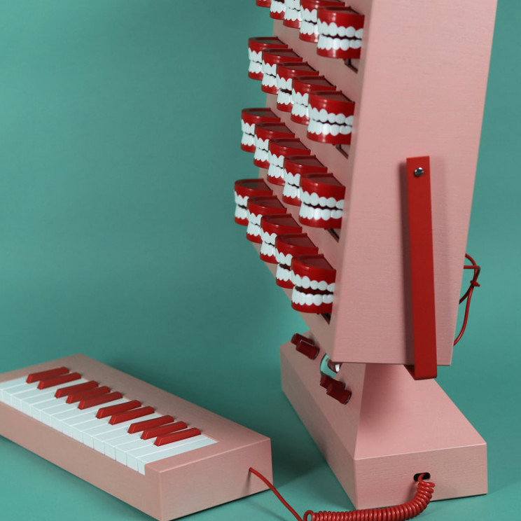 Inventor Builds Spooky Synth With Chattering Plastic Teeth