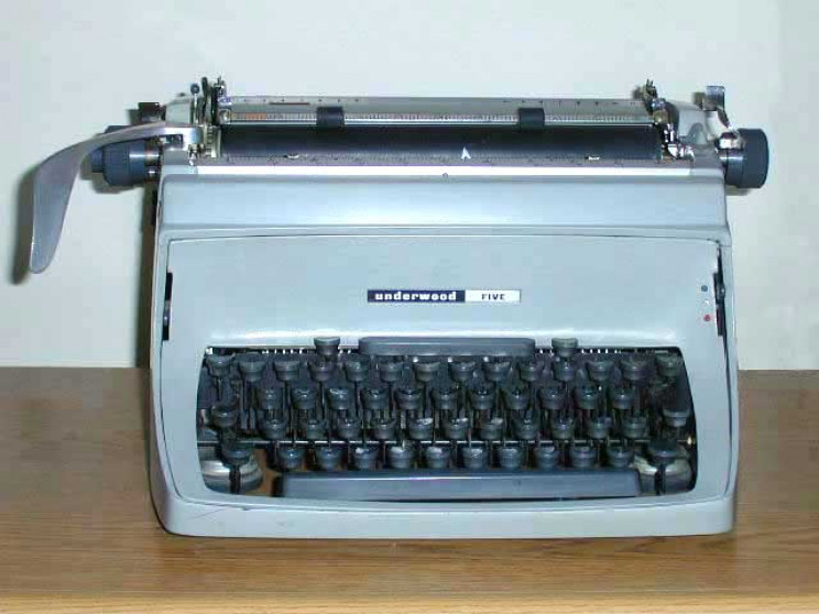 obsolete tech typewriter
