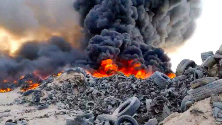 Kuwait's Tire Graveyard With Over 7 Million Dead Tires Poses a Fire Hazard
