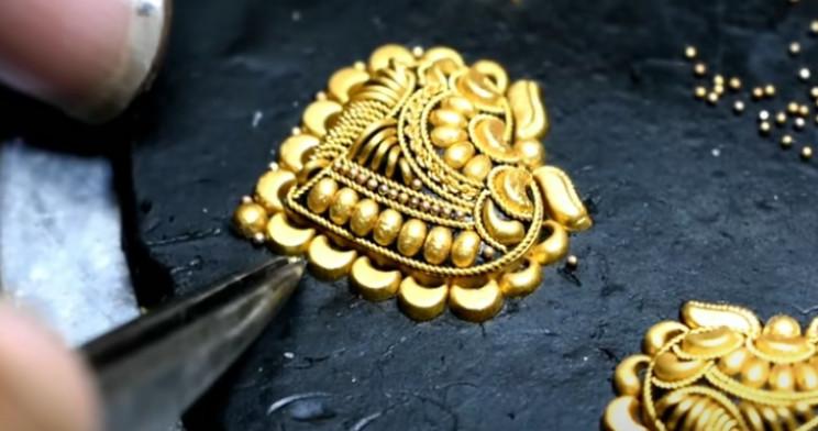 diy gold necklace perimeter balls