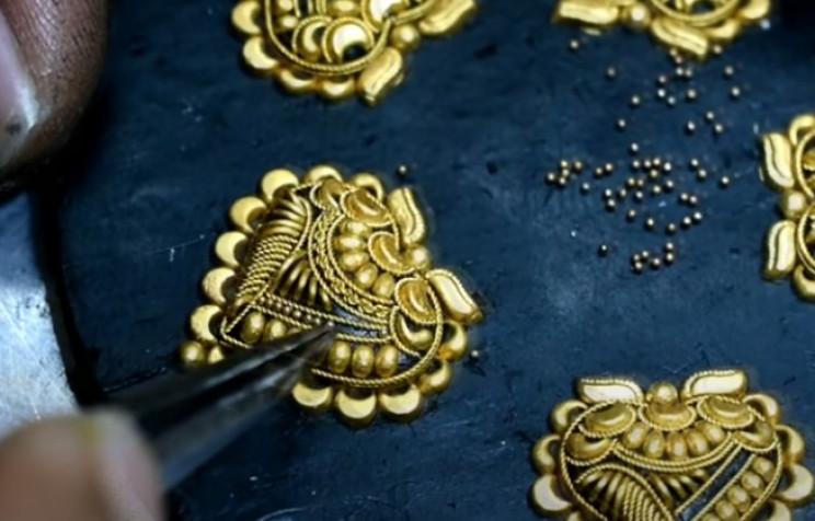 diy golden necklace gold balls