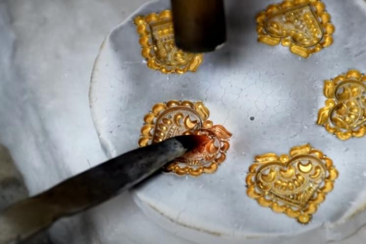 diy gold necklace melt pieces