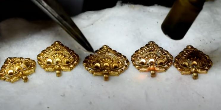 diy golden necklace fuse loops