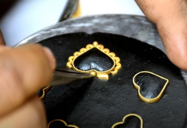 diy gold necklace golden heart apples