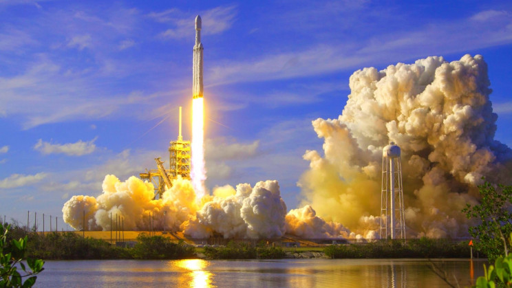 SpaceX Is Officially a Moon Taxi