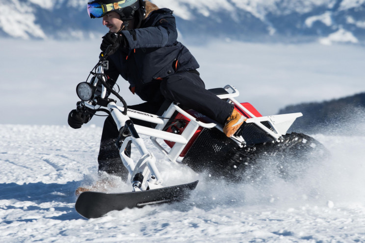 The World's First Electric Snowbike Is Ready to Ride Through Winter Slopes