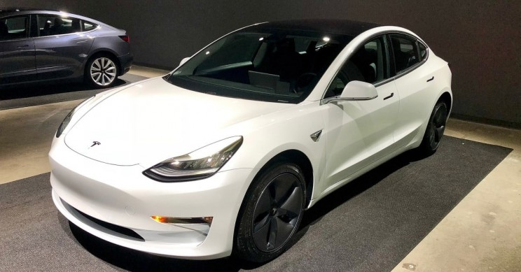 Elon Musk: White to Be Offered as a Free Standard Color on