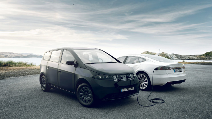 100 Solar EVs Will Feed Power Back Into the Dutch Energy Grid