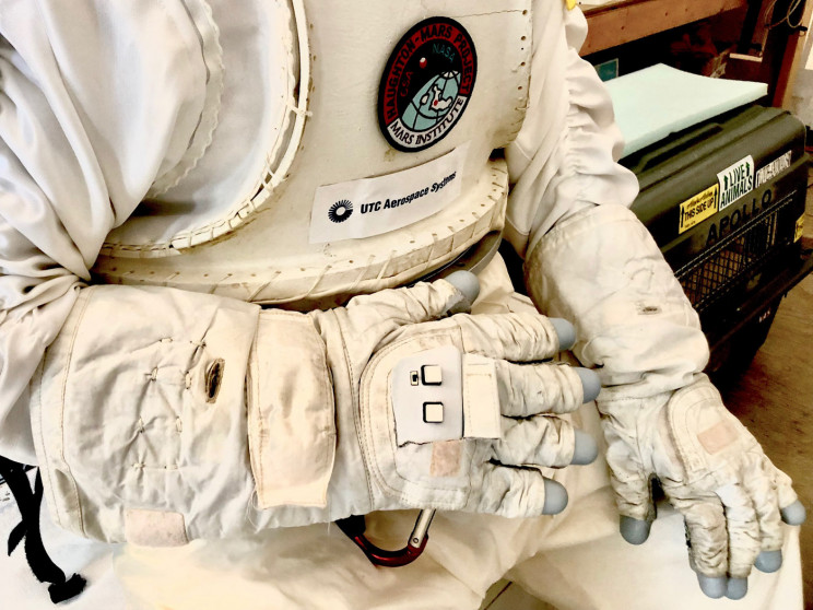 Smart Gloves Will Help Astronauts to Control Drones, Robots and Explore Space
