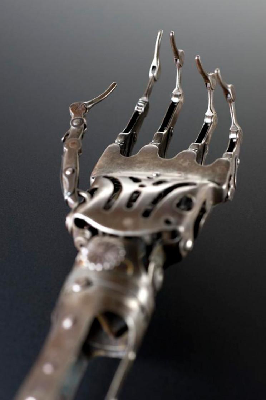 prosthetic limbs creepy