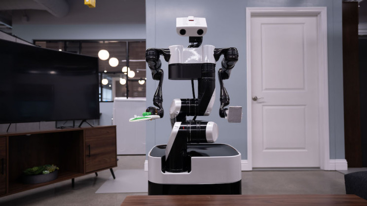 Toyota's New Butler Robot - Hangs From the Ceiling | IE