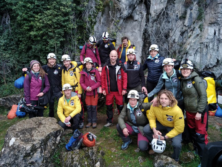 Social Experiment Sends 15 Volunteers Into Dark Cave for 40 Days
