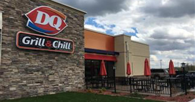 Dairy Queen Customers 'Pay It Forward' 900 Times in Chain of Kindness
