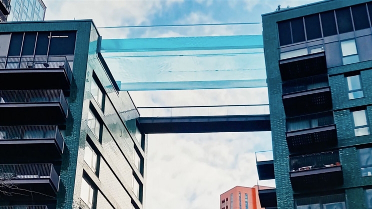 World's First 'Floating' Pool Links Two Buildings Up in the Air