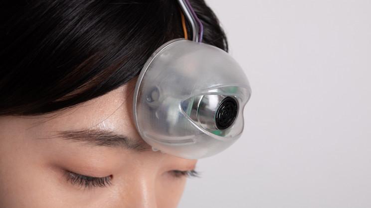 Designer Creates 'Third Eye' to Help Smartphone 'Zombies' Walk Safely