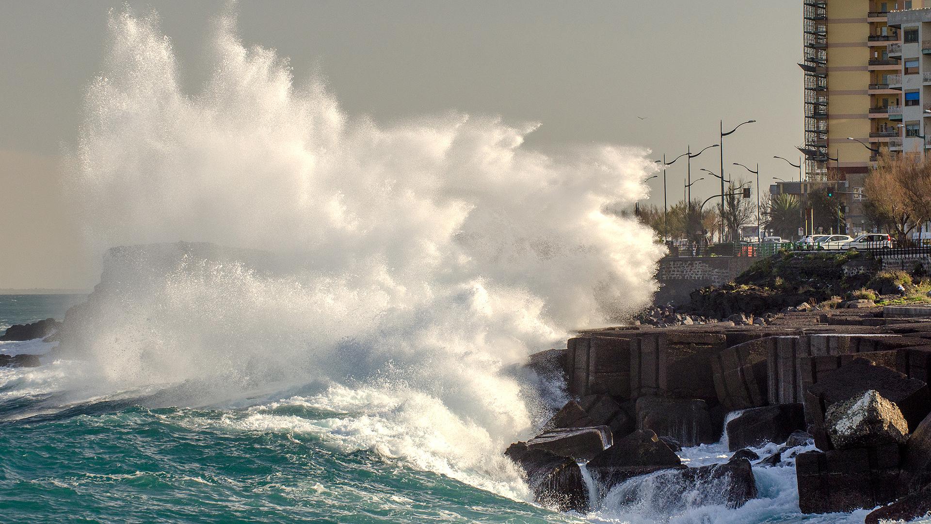big waves tsunami