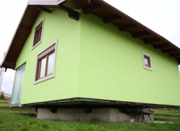 Self-Taught Inventor Built a Rotating House for His Wife to Enjoy Better Views