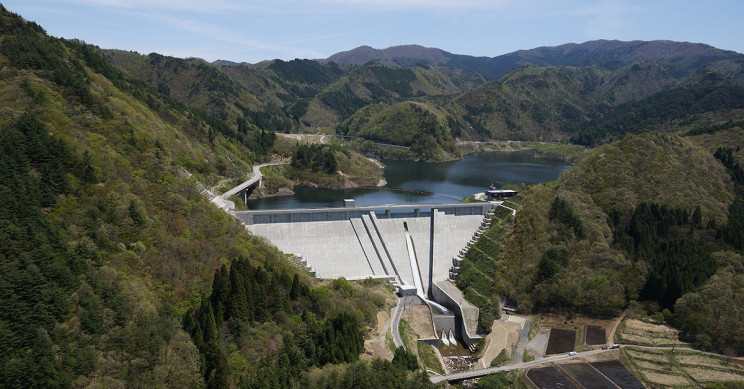 Japanese Company Employs Robots to Build Huge Dam