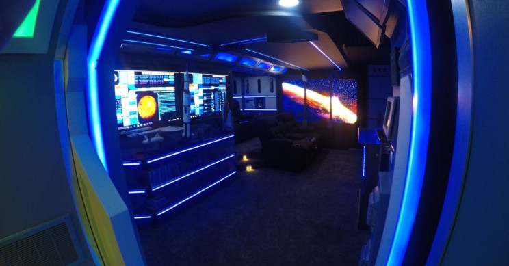 This Guy Builds His Star Trek-Themed Mancave from Scratch