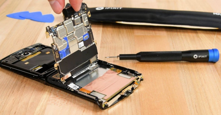iFixit Rate Motorola Razr as One of the Most Complicated Phones They've Ever Seen